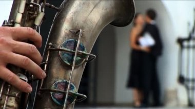Romantic European couple in love with saxaphone player — Vídeo de stock