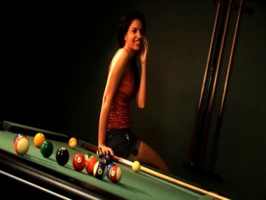 Beautiful latino girl using a cell phone while playing at a pool table — Stock Video