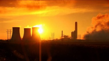 Sun rises above a coal fired power station — Stock Video