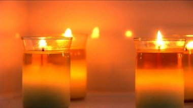 Aromatherapy candles burning at health & beauty spa — Stock Video