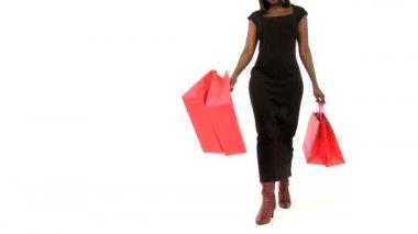 Elegant afrikansk kvinna har en lyckad dag shopping — Stockvideo