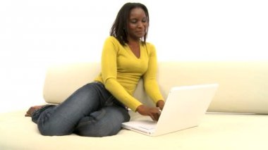 Attractive african american woman using laptop — Stock Video