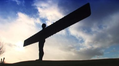 Silhouette of Angel of the North in Newcastle, UK — Stock Video
