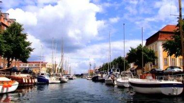 Sailing past Nyhavn colored houses in Copenhagen — Stock Video