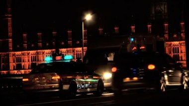 Emergency vehicles with flashing lights at night in London — 图库视频影像