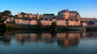 The famous Chateau d'Amboise at sunset — Vídeo de Stock