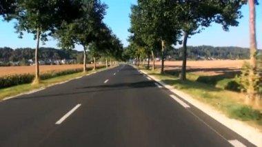 Conduciendo por una carretera de campo en francia — Vídeo de Stock