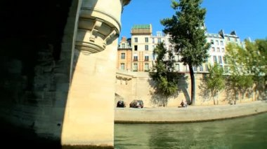 Views of Paris, France, from sightseeing cruise on the River Seine — 图库视频影像