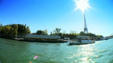 Distant view of Eiffel Tower from the river Seine — Stok video