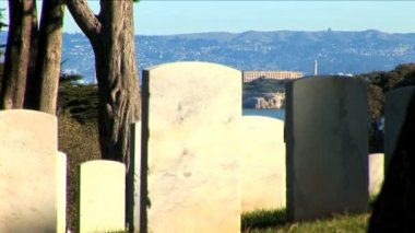 Motion jib on San Francisco memorial cemetery revealing Alcatraz island — Stock Video