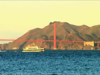 Passenger ferry sailing in front of San Francisco's Golden Gate Bridge — Stock Video