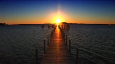 Sunset at the end of the jetty. — Stok video #19519639