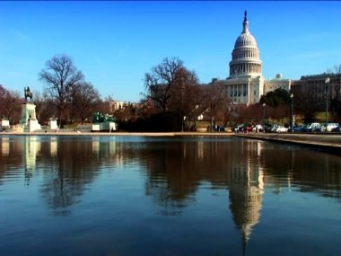 A visitors view of the lake & White House in Washington DC — Stock Video