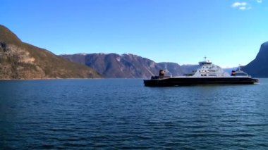 Passenger ferry on the crystal waters of a glacial fjord — Stock Video