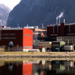 Oil refinery processing North Sea oil beside a glacial fjord — Vídeo de stock
