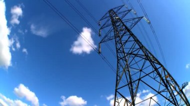 Time-lapse clouds of an electricty pylon looking skyward — Stock Video