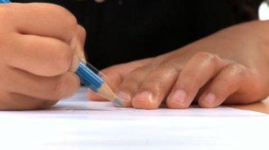 Hands close-up of african american schoolgirl using colored pencils — Stock Video