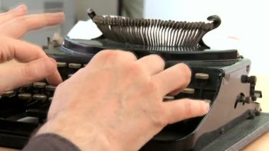 Fingers hitting the keys on an old fashioned typewriter in close-up — Stock Video