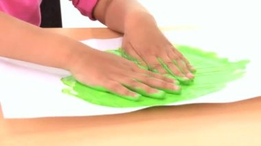 Young child early learning with hand painting — Stock Video