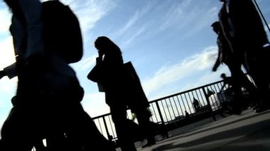 Slow motion city commuters in silhouette — Stock Video