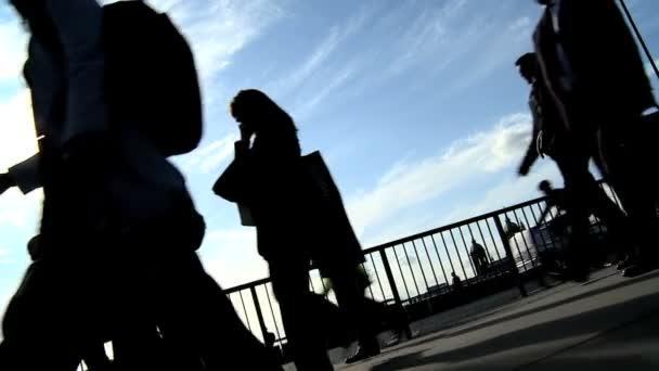 Slow motion city commuters in silhouette — Vidéo