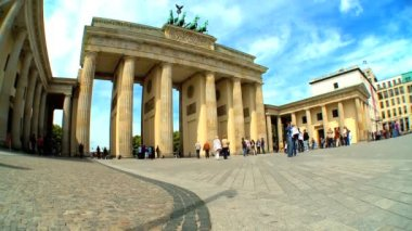 Visiting the Brandenburg Gate in Berlin,Germany — Stock Video