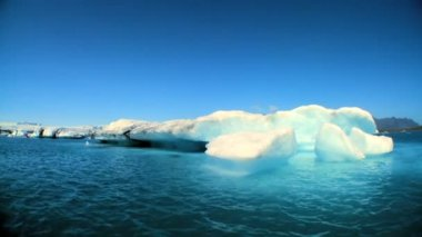 Glacial iceberg slowly melting into the lake through global warming — ストックビデオ #20289261