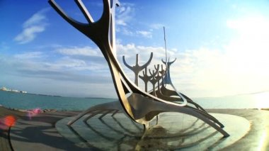 Modern sculpture of a viking boat depicting Icelandic history in Reykjavik, Iceland — Stock Video
