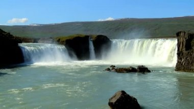 Powerful white waters of Godafoss waterfall, Iceland — Stock Video
