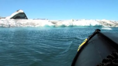 Glacial icebergs slowly melting into the lake through global warming — Stock Video