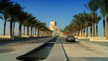 Islamic museum with channel of clear running water in avenue of palm trees in front — Stock Video