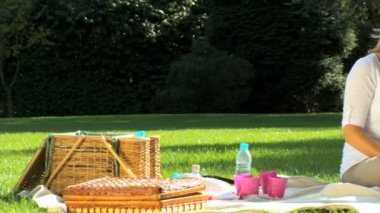 Young caucasian family enjoying time out together with a picnic on a summers day — Stock Video