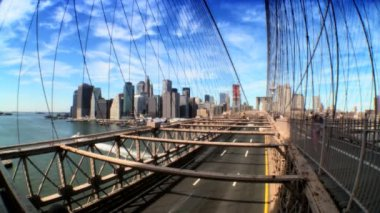 Time-lapse with Fish-eye view of pedestrians & traffic on Brooklyn Bridge — Stock Video
