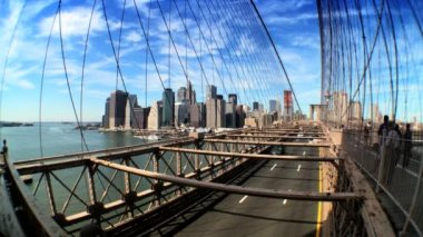 Fish-eye view of pedestrians & traffic on Brooklyn Bridge,New York City, USA — Stock Video