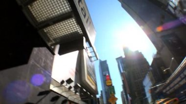 Fish-eye motion-jib view of traffic in Times Square, New York, City, USA — Stock Video