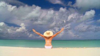 Elegant young female celebrating sunbathing under tropical clouds — Stock Video