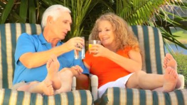 Attractive senior couple enjoying outdoor leisure time together — Stock Video