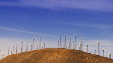 Desert Wind Farms — Stockvideo