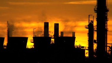 Sunset silhouette of Oil Refinery Chimneys — Stock Video
