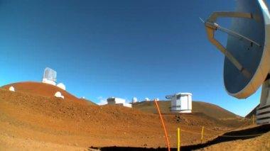Radio Telescope (VLA) in Barren Landscape — Stock Video