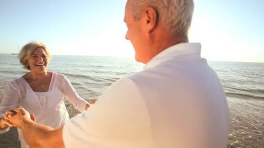 Seniors Romantic Beach Dancing — Stock Video