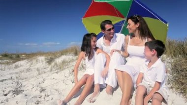 Healthy Family Sun Protection — Vídeo de stock
