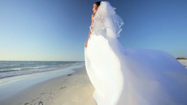 Beach Bride in her Wedding Dress — Stock Video