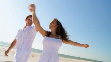 Loving Couple Fun on the Beach — Stock Video