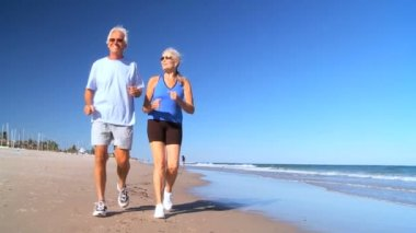 Retired Couple Keeping Fit — Stock Video