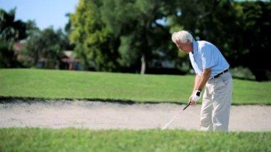 Senior Gentleman Playing Golf — Stock Video
