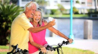 Seniors Fun Wih a Camera — Stock Video
