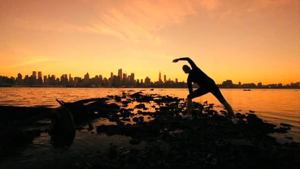 Yoga ville sunrise — Vidéo