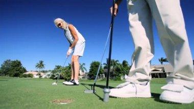 Seniors Enjoying Golf — Stock Video