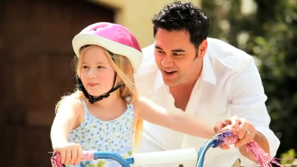 Ethnic Father Teaching Daughter on Bicycle — Vídeo de stock